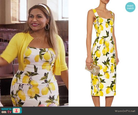 Dolce & Gabbana Lemon Print Crepe Dress worn by Mindy Kaling on The Mindy Project