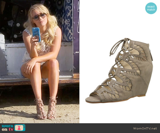 Dolce Vita Shandy Wedge worn by Gabi Diamond on Young & Hungry