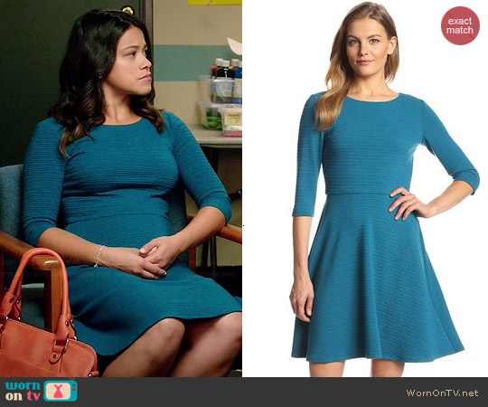 Donna Morgan Alice Textured Dress worn by Gina Rodriguez on Jane the Virgin