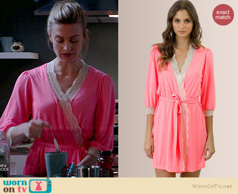 Eberjey Hannah Lace Cuff Robe worn by Brooke D'Orsay on Royal Pains