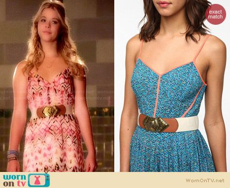 Ecote Carved Buckle Stretch Belt worn by Sasha Pieterse on PLL
