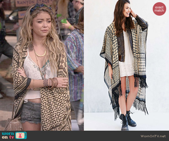 Ecote Patchwork Fringe Duster Open Poncho worn by Sarah Hyland on Modern Family