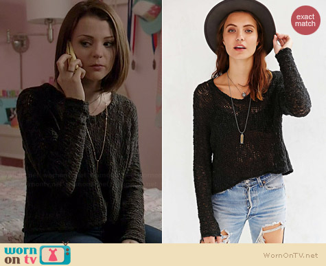 Ecote Virtual Insanity Cropped Sweater worn by Kathryn Prescott on Finding Carter