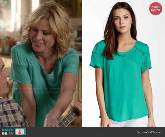 Ella Moss Circle Trim Short Sleeve Tee in Lawn worn by Julie Bowen on Modern Family