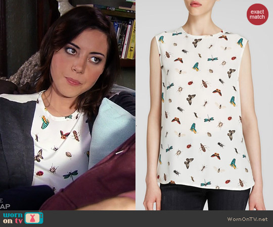 Equipment Kyle Top in Nature White worn by Aubrey Plaza on Parks & Rec