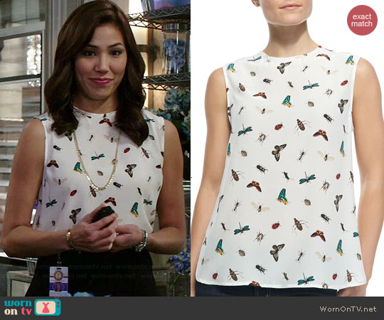 Equipment Kyle Top in Nature White worn by Michaela Conlin on Bones