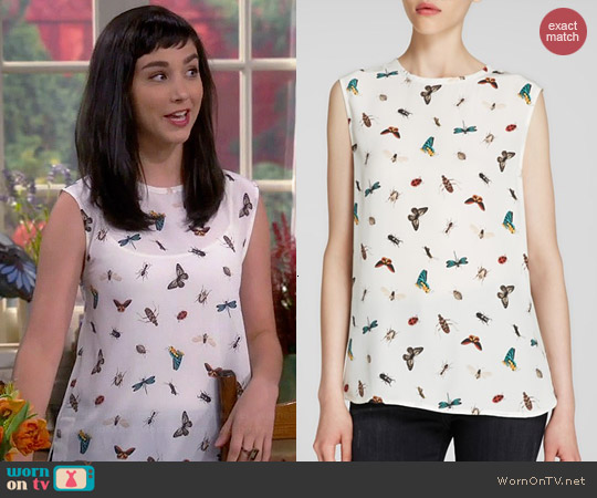 Equipment Kyle Top in Nature White worn by Molly Ephraim on Last Man Standing