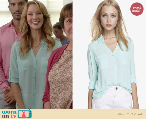 Express Convertible Sleeve Portofino Shirt in Cayman Blue worn by Yael Grobglas on Jane the Virgin