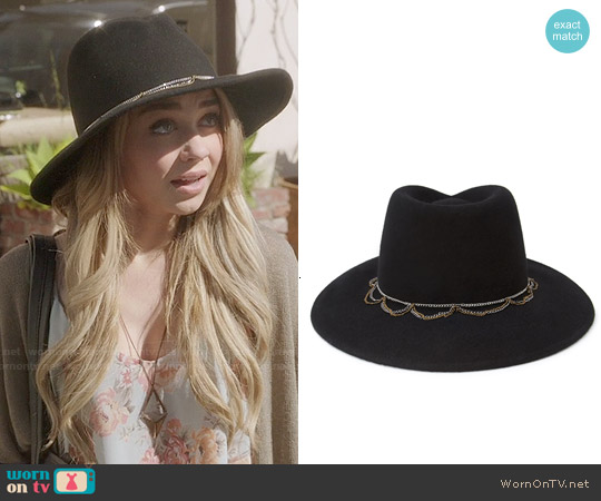 Forever 21 Chained Wool Fedora worn by Sarah Hyland on Modern Family