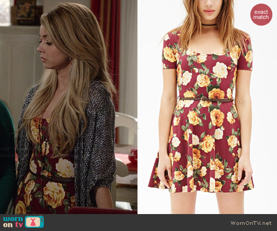 Forever 21 Floral Print Skater Dress in Wine/Mustard worn by Sarah Hyland on Modern Family