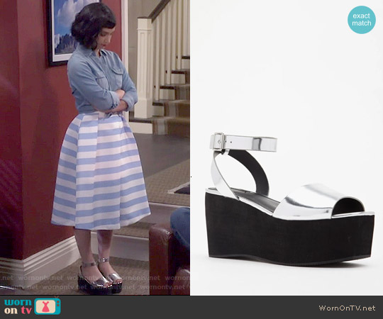 Forever 21 Metallic Faux Leather Platform Sandal worn by Mandy Baxter on Last Man Standing