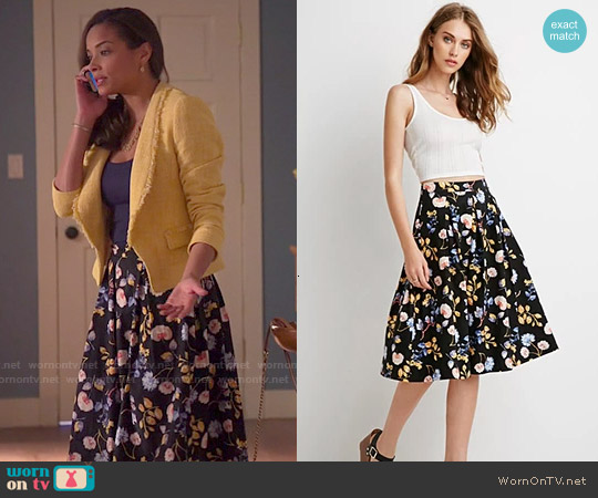Forever 21 Pleated Floral A-Line Skirt worn by April Malloy on Mistresses