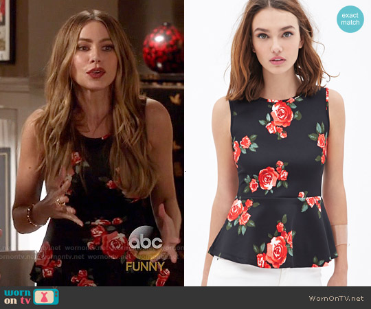Forever 21 Rose Print Peplum Top worn by Sofia Vergara on Modern Family