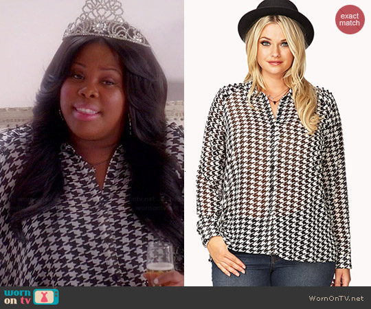 Forever 21 Tulip Back Houndstooth Shirt worn by Amber Riley on Glee