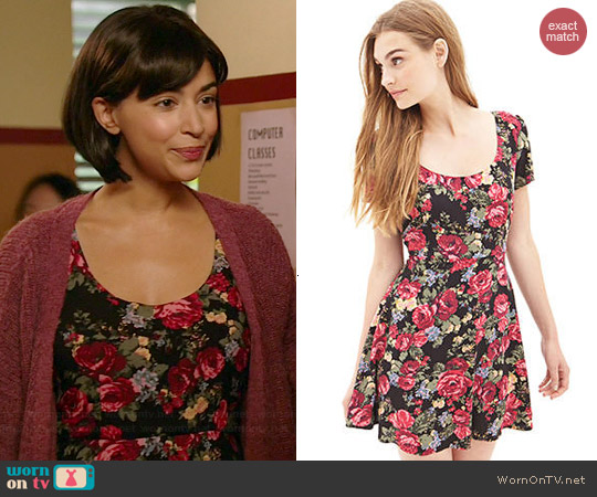 Forever 21 Woven Floral Skater Dress worn by Hannah Simone on New Girl