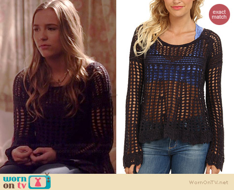 Free People Annabelle Crochet Pullover in Midnight worn by Lennon Stella on Nashville