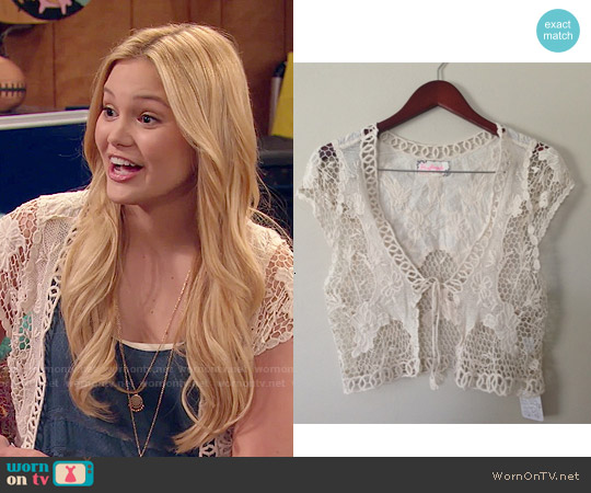 Free People Battenburg Vest worn by Lindy Watson on IDDI