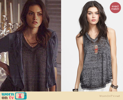 Free People Breezy Tank worn by Phoebe Tonkin on The Originals