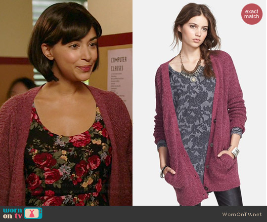 Free People Cloudy Day Long Cardigan in Raspberry Combo worn by Hannah Simone on New Girl
