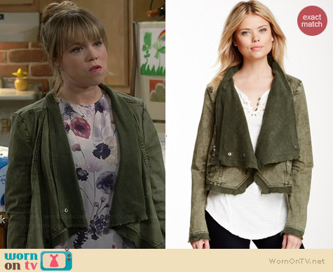 Free People Collapsing Twill Jacket worn by Amanda Fuller on Last Man Standing