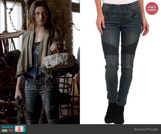 Free People Moto Skinny Jeans worn by Phoebe Tonkin on The Originals