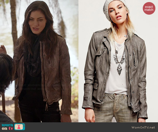 Free People Rumpled Leather Blazer in Cool Grey worn by Phoebe Tonkin on The Originals