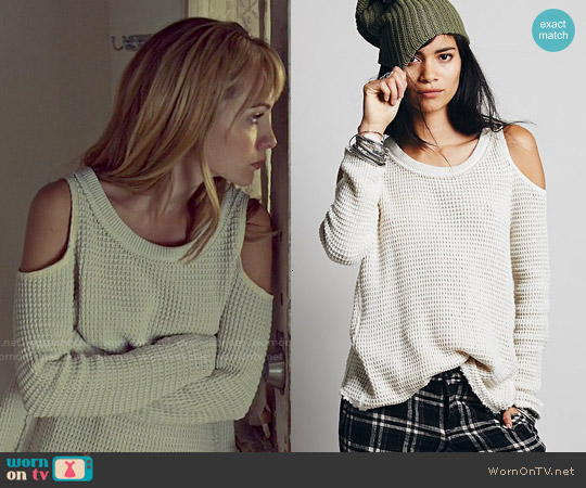 Free People Sunset Open Shoulder Pullover in Cream worn by Ksenia Solo on Orphan Black