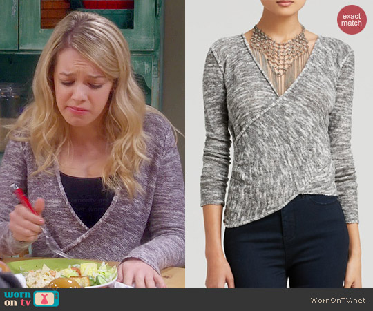 worn by Violet Plunkett (Sadie Calvano) on Mom