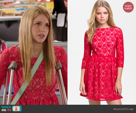 French Connection Lizzie Lace Dress in Strawberry worn by Sarah Fisher on Degrassi: The Next Generation