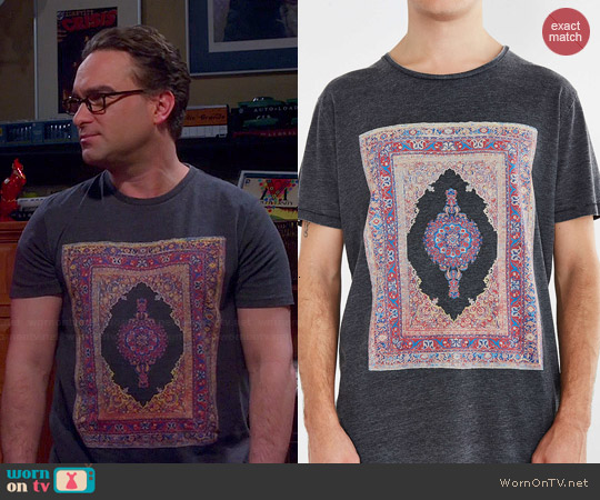 Globe Carpet Burnout Tee worn by Leonard on The Big Bang Theory