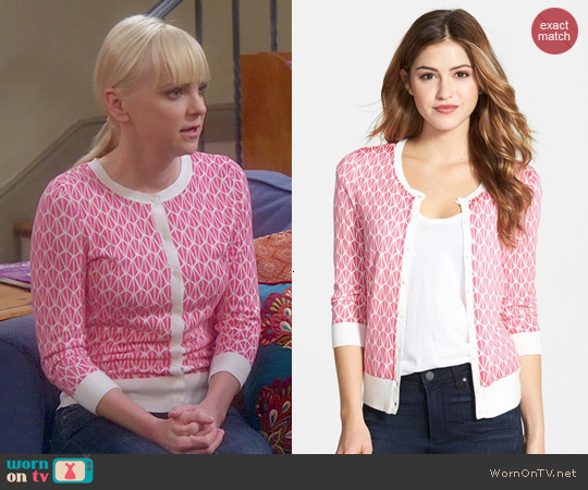 Halogen Three Quarter Sleeve Cardigan in Pink Ivory Geo Print worn by Anna Faris on Mom