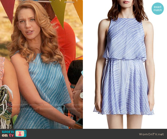 Halston Heritage Printed Crinkle Chiffon Dress worn by Yael Grobglas on Jane the Virgin