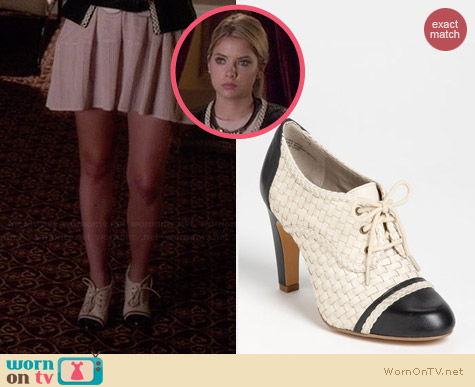 Hinge Kress Two Tone Oxford worn by Ashley Benson on PLL