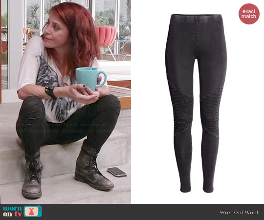 H&M Biker Leggings worn by Alanna Ubach on GG2D