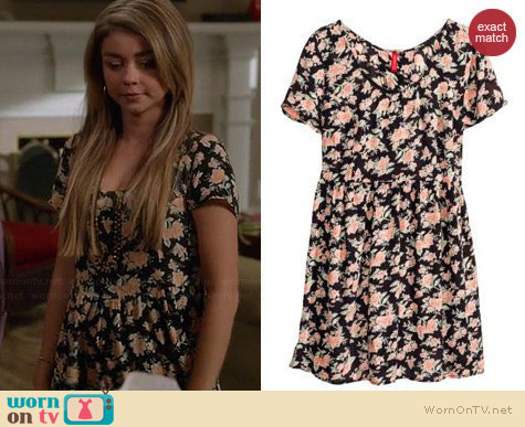 H&M Crinkled Dress in Floral worn by Sarah Hyland on Modern Family