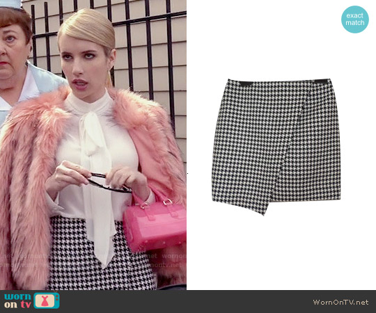 H&M Asymmetric Dog Tooth Skirt worn by Emma Roberts on Scream Queens