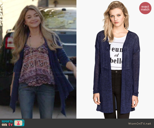 H&M Knit Cardigan in Dark Blue worn by Sarah Hyland on Modern Family