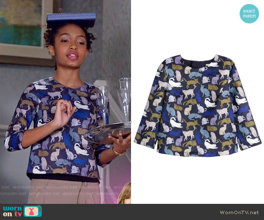 H&M Patterned Top in Dark Blue / Cats worn by Yara Shahidi on Blackish