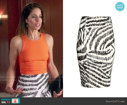 H&M Pencil Skirt in Nat. White / Patterned worn by Marisol Duarte on Devious Maids