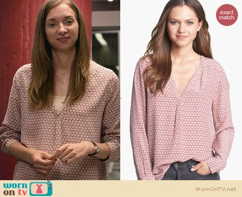 Fashion of House of Lies: Joie Daryn Print Silk Blouse worn by Lauren Lapkus