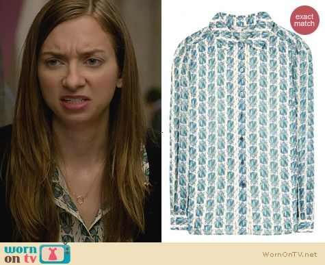 House of Lies Fashion: Tory Burch Kerry Scarab Shirt worn by Lauren Lapkus