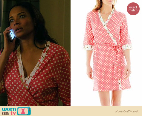Insomniax Printed Robe in Coral worn by Rochelle Aytes on Mistresses