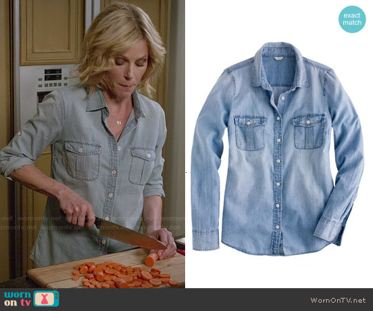 J. Crew Keeper Chambray Shirt worn by Julie Bowen on Modern Family