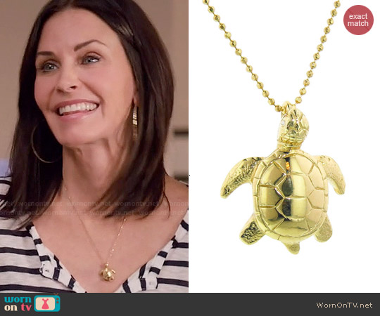Jennifer Meyer Turtle Necklace worn by Jules Cobb on Cougar Town