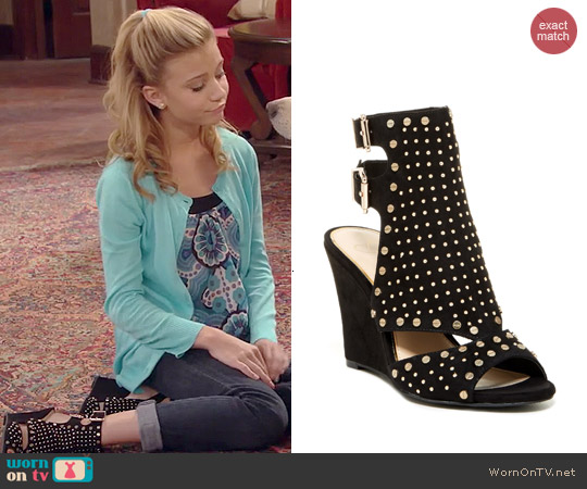 Jessica Simpson Maack Wedge Sandals worn by Avery Jennings on Dog with a Blog