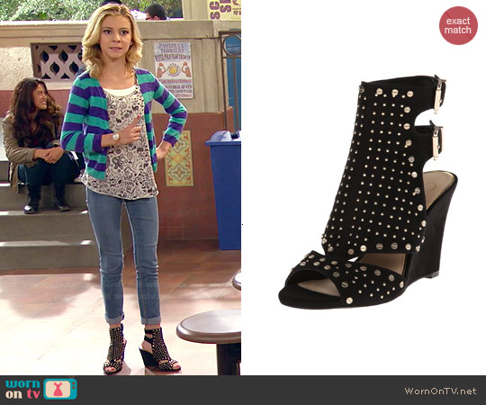 Jessica Simpson Maack Wedge worn by Avery Jennings on Dog with a Blog