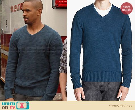 John Varvartos V-neck Sweater in Peacock worn by Damon Wayans Jr on New Girl