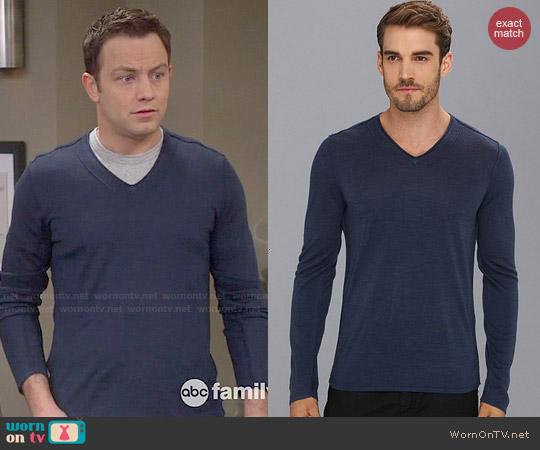 John Varvatos Pintuck Merino Wool Blend V-Neck Sweater in Oil Blue worn by Jonathan Sadowski on Young & Hungry