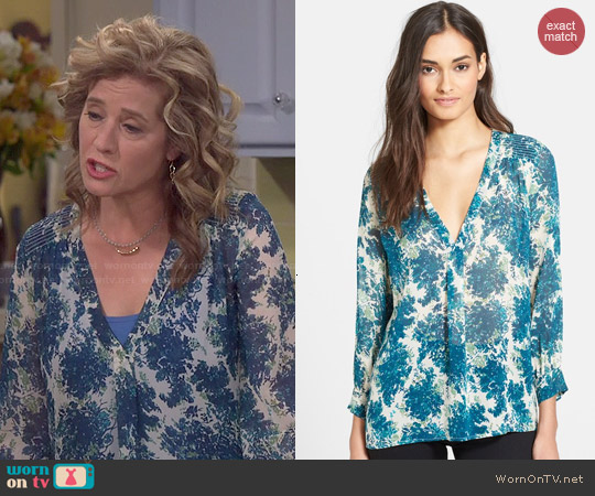 Joie Aceline Top in Lagoon worn by Nancy Travis on Last Man Standing