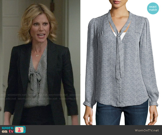 Joie Clarisse Silk Top in Dark Navy worn by Julie Bowen on Modern Family